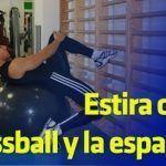 Estira con el fitness ball y la espaldera: Nivel I