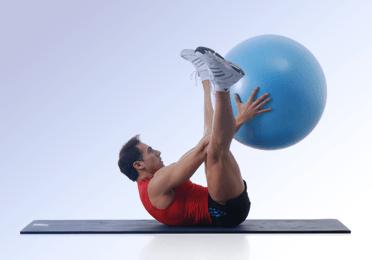 Abdominales con fitball, 10 ejercicios sencillos